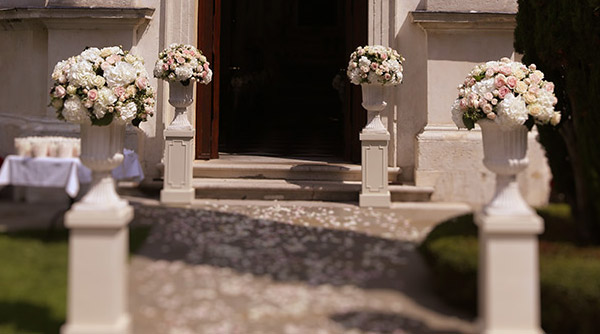 white urns wedding