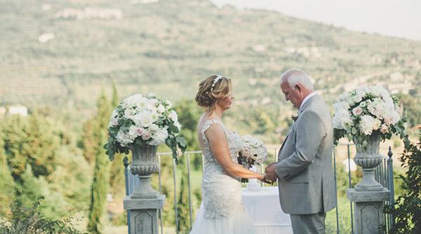 stone vases and columns wedding
