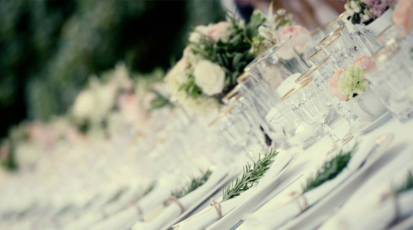 gold rimmed wedding table