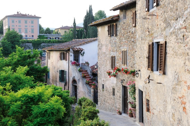 Tuscany Villa wedding converted village Il Borro
