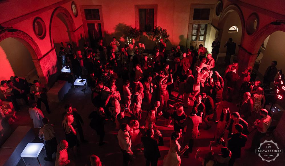 Wedding villa dancing Tuscany