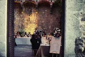 Vincigliata wedding courtyard table