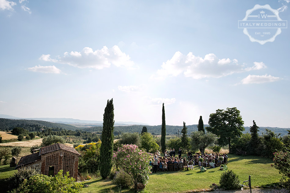 wedding ceremony tuscany countyside
