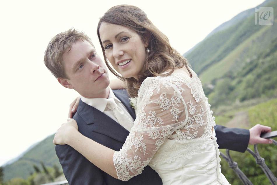 bride and groom tuscany portrait
