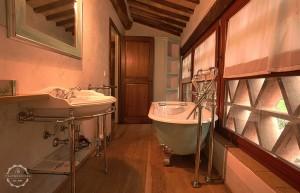 Tuscany villa bathroom