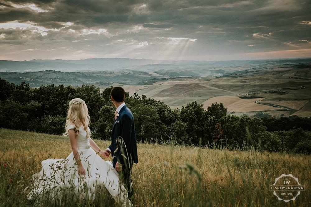 Villa wedding Tuscany sunset over hills