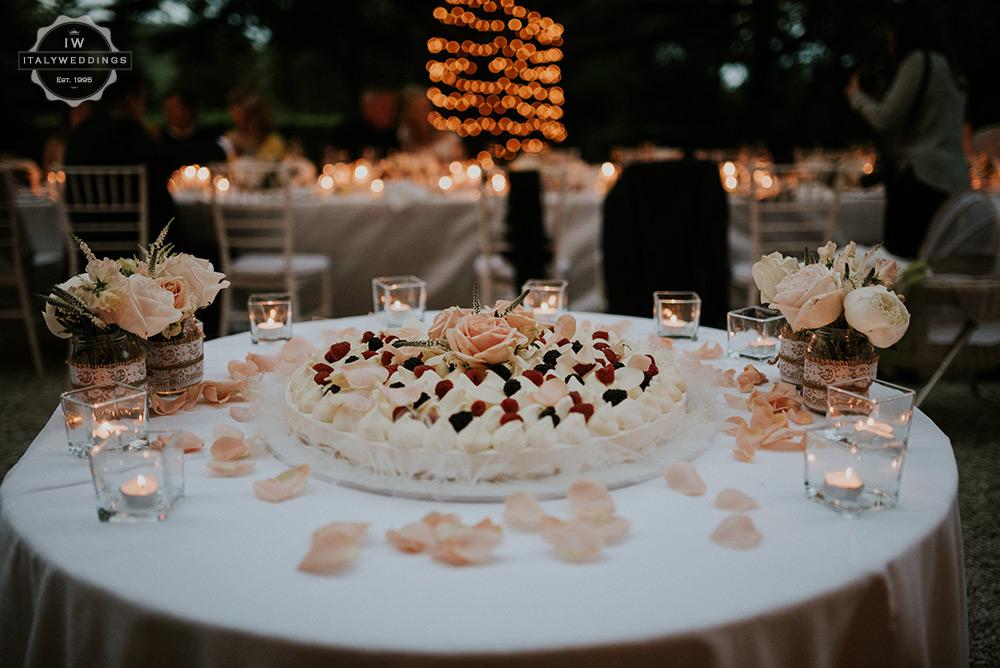 Villa wedding Tuscany Bavarese wedding cake