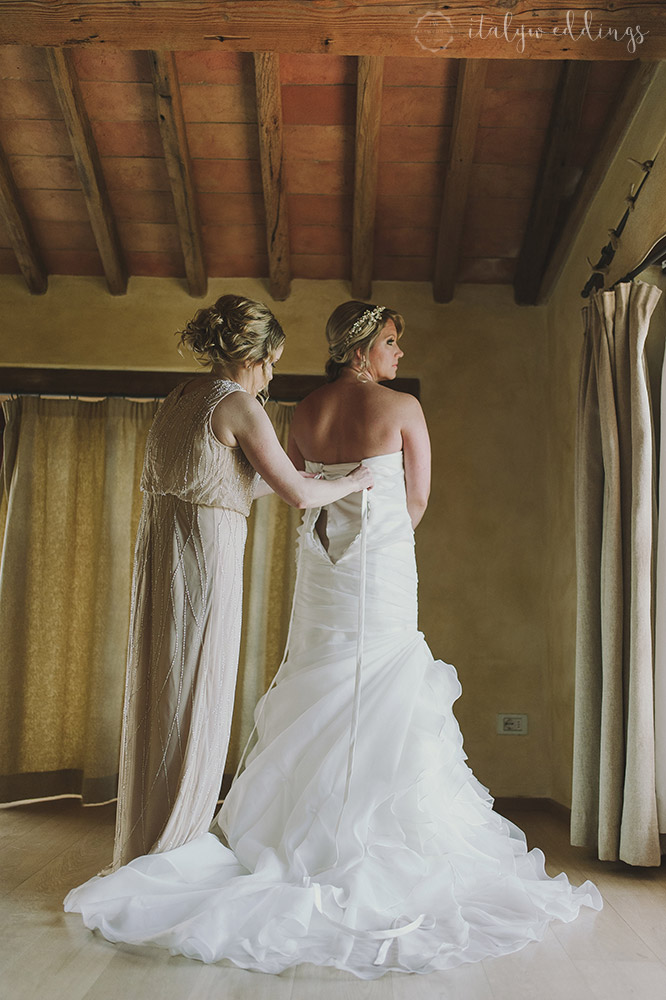 Tuscan wedding bridal preparations