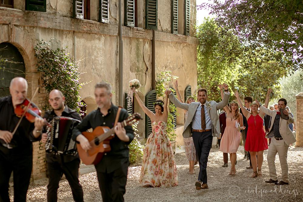 Siena Stomennano wedding folk music