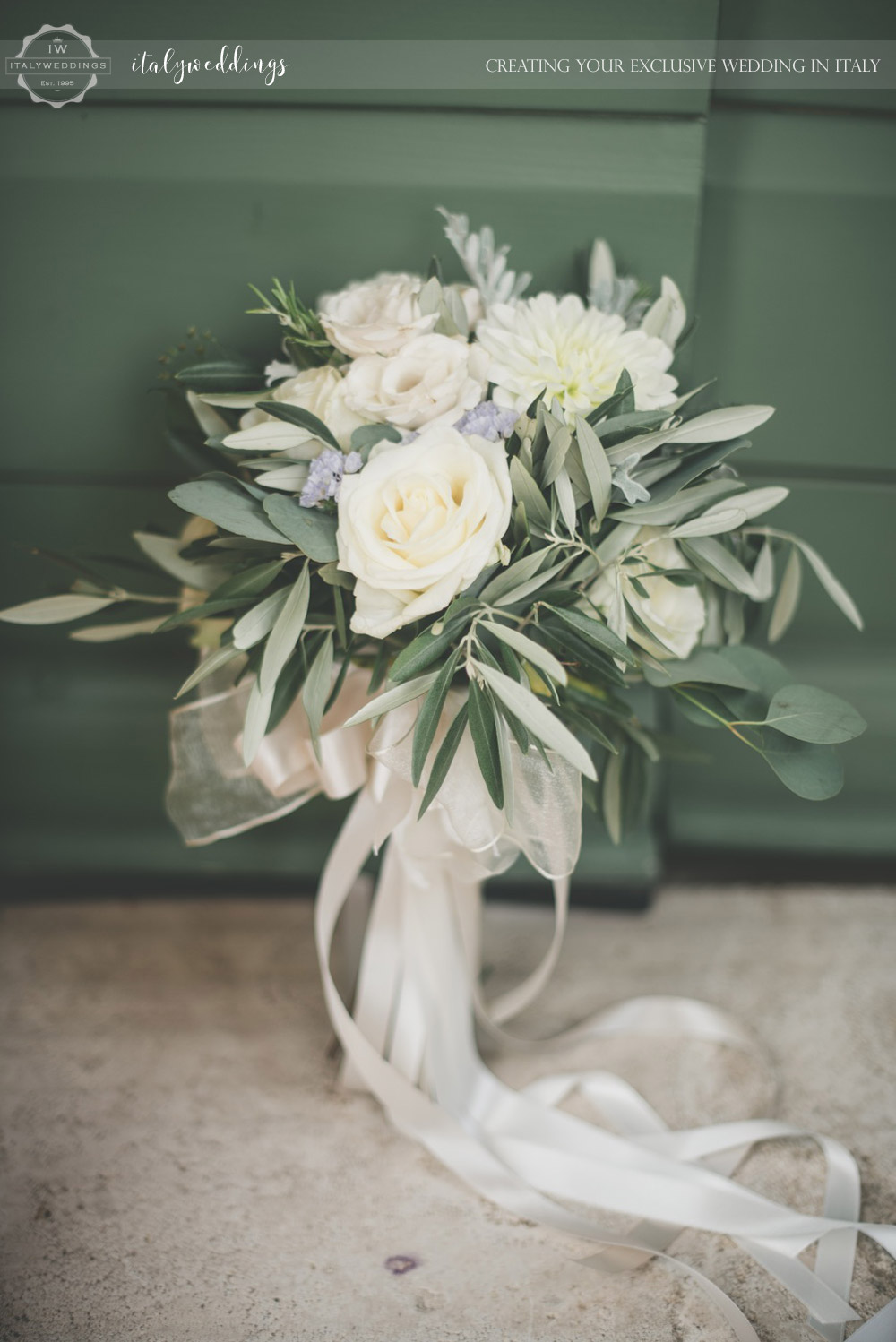 Country civil wedding Siena olive bouquet
