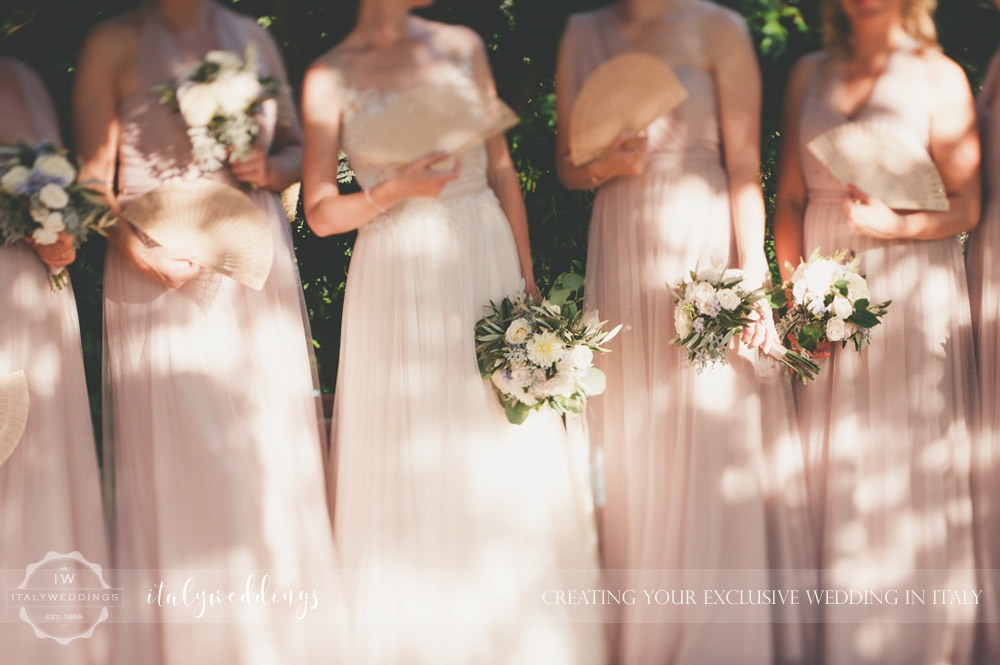 Country civil wedding Siena bridesmaids
