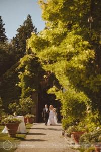 Castello di Vincigliata bride arrival