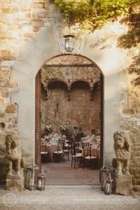 Castello di Vincigliata courtyard table setup