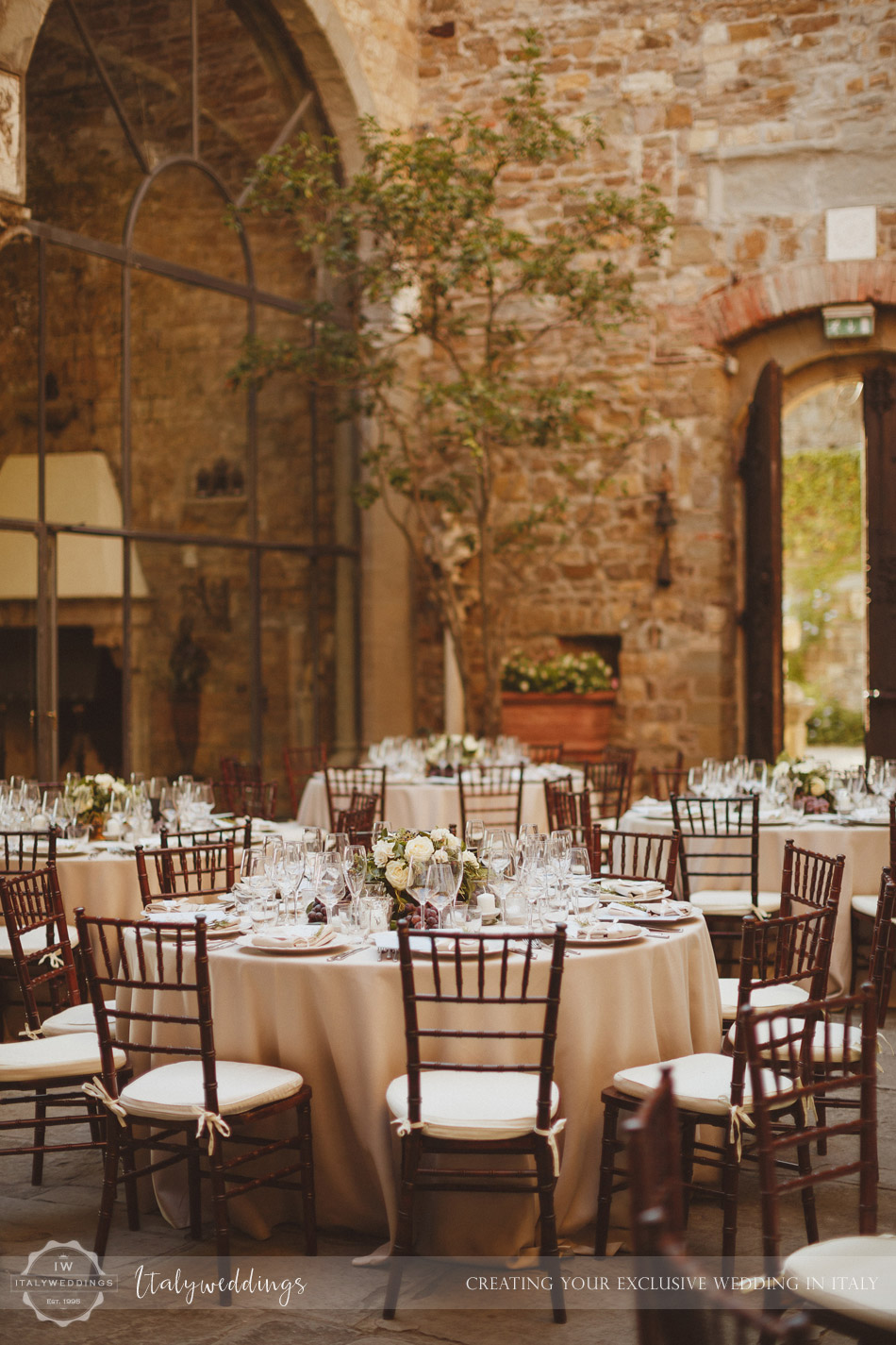 Castello di Vincigliata courtyard table setup
