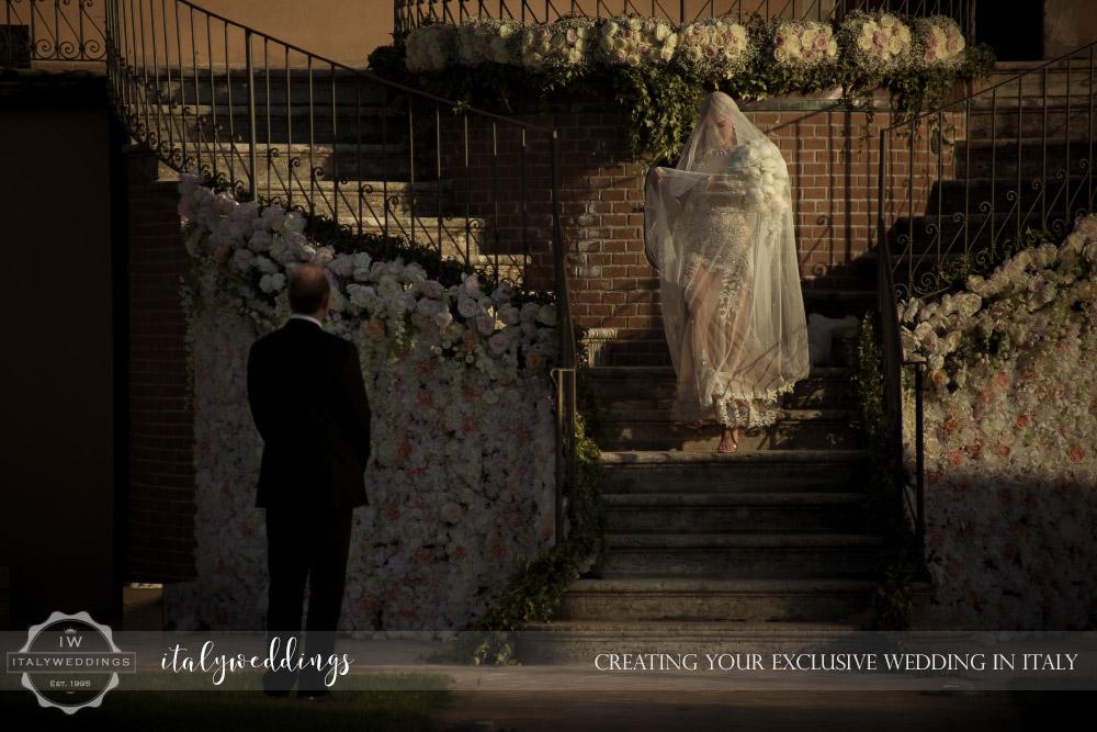 Italy wedding bride arrives