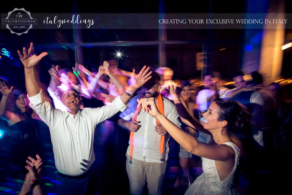 Vincigliata wedding dancing