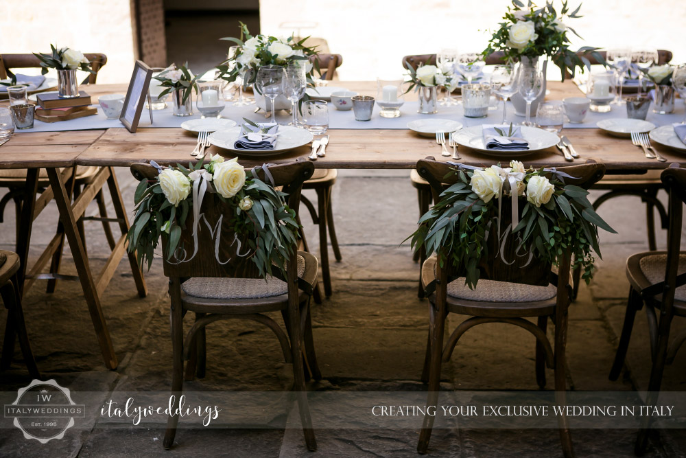 Vincigliata wedding country chic table courtyard