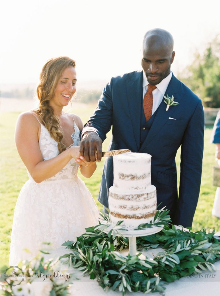 Stylish wedding Pienza Val D'Orcia naked cake