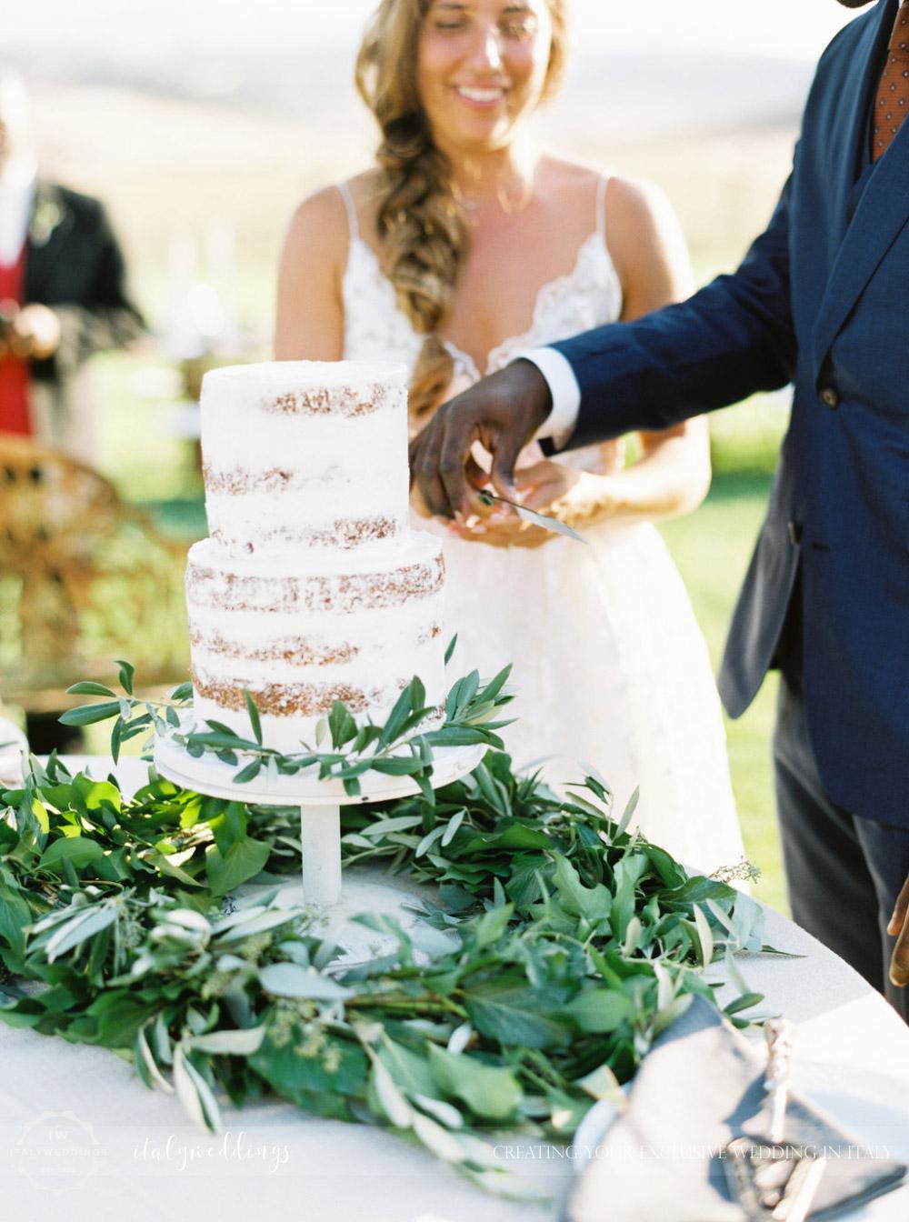 Stylish wedding Pienza Val D'Orcia naked cake