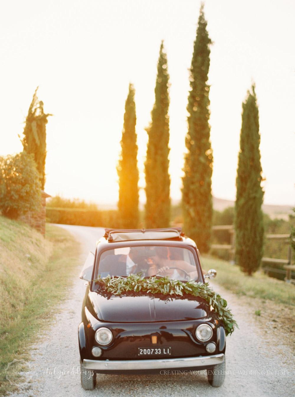Stylish wedding Pienza Val D'Orcia vintage fiat 500