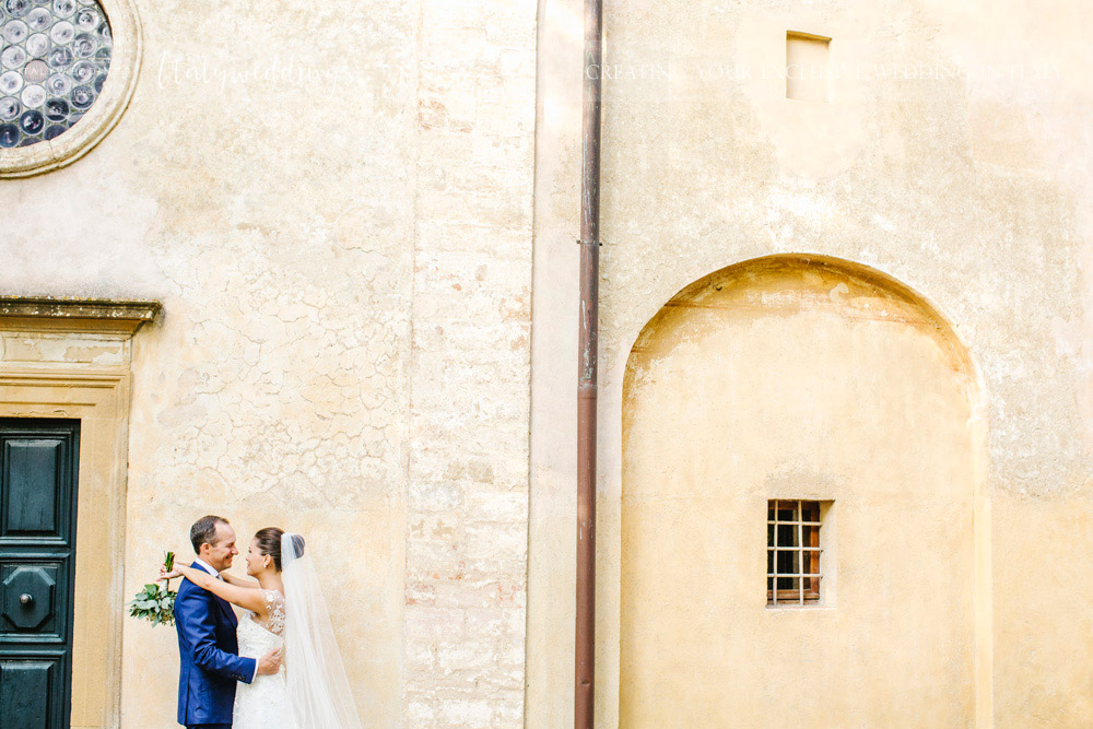 Symbolic blessing at Borgo Stomennano the couple