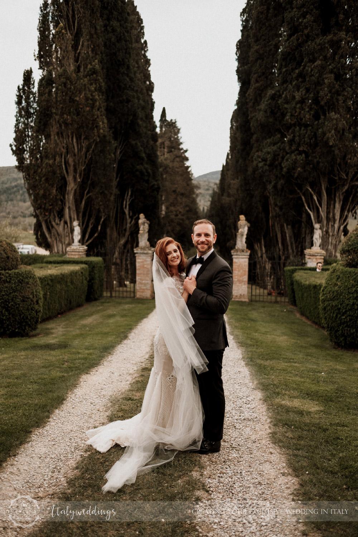 Stomennano wedding Tuscany couple portrait