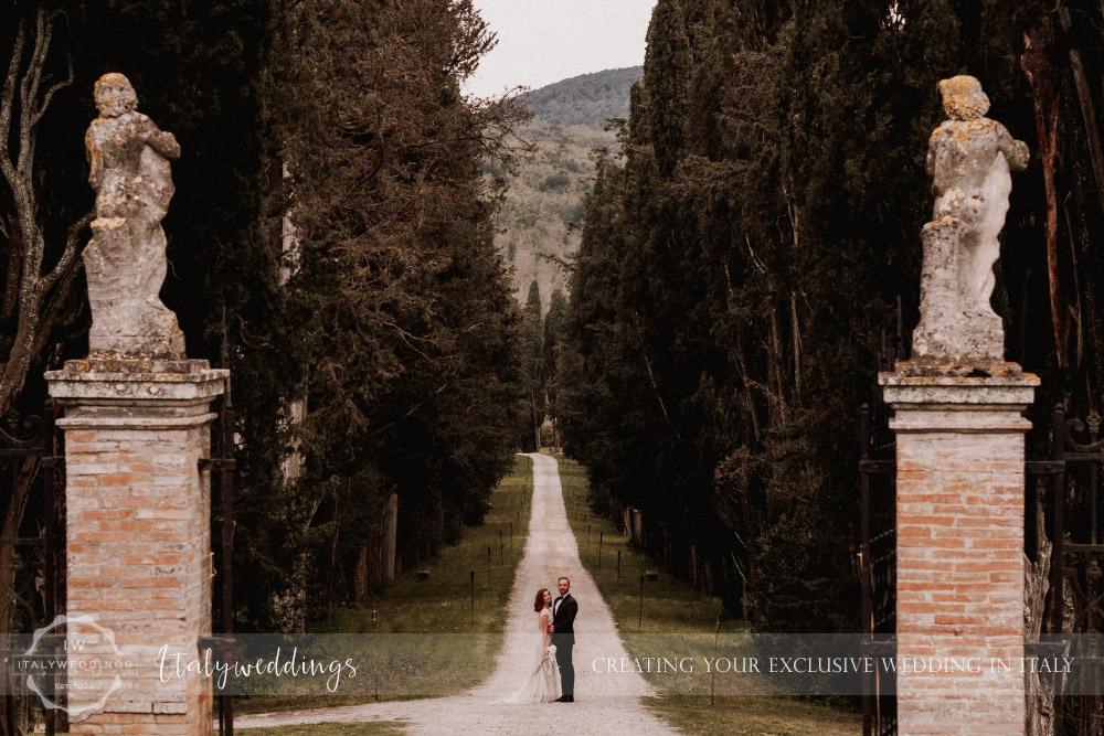 Stomennano wedding Tuscany couples portrait driveway