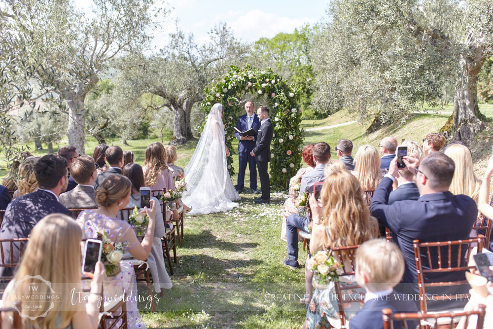 Wedding Bastia Creti Umbria the blessing