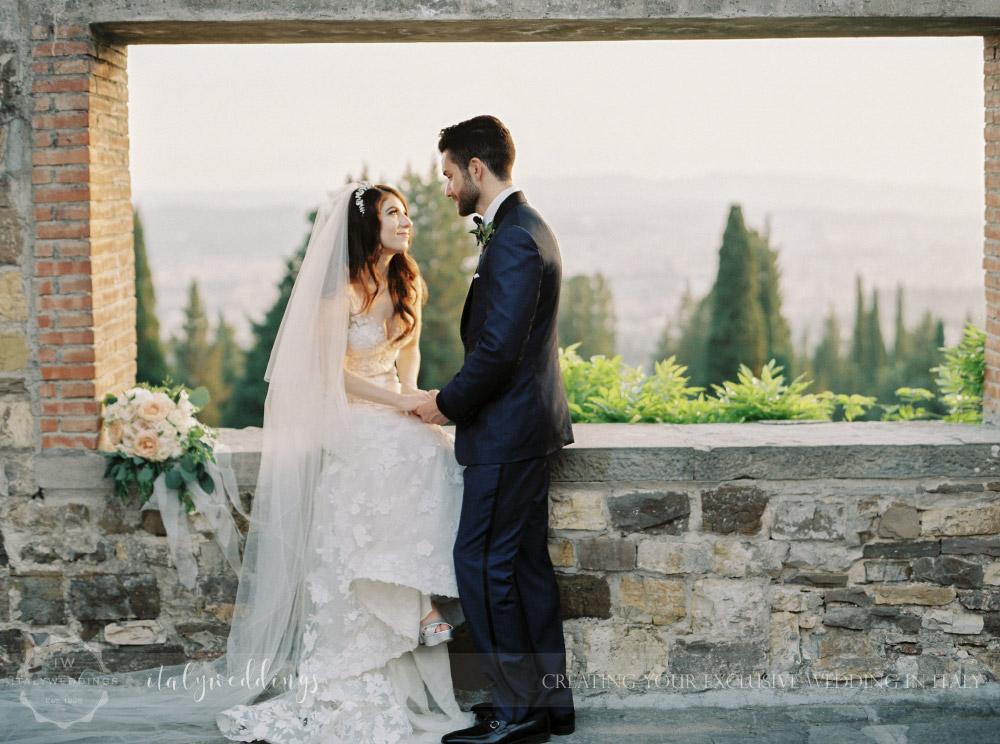 gold and green details for wedding at Castello di Vincigliata
