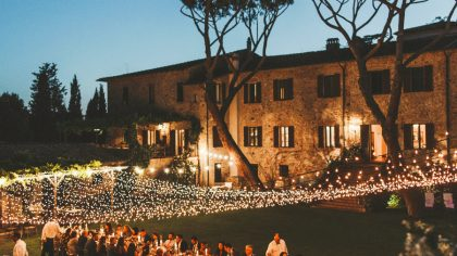 Villa wedding Maremma Tuscany fairy light mal long country chic table