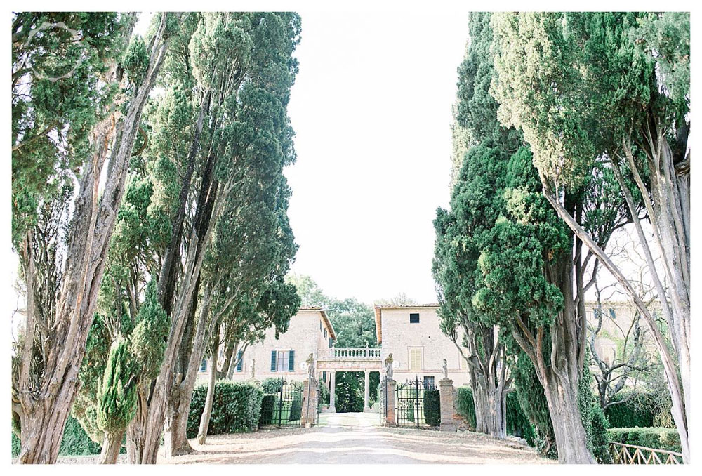 A stunning San Gimignano wedding and Italian wedding party at Stomennano Tuscany