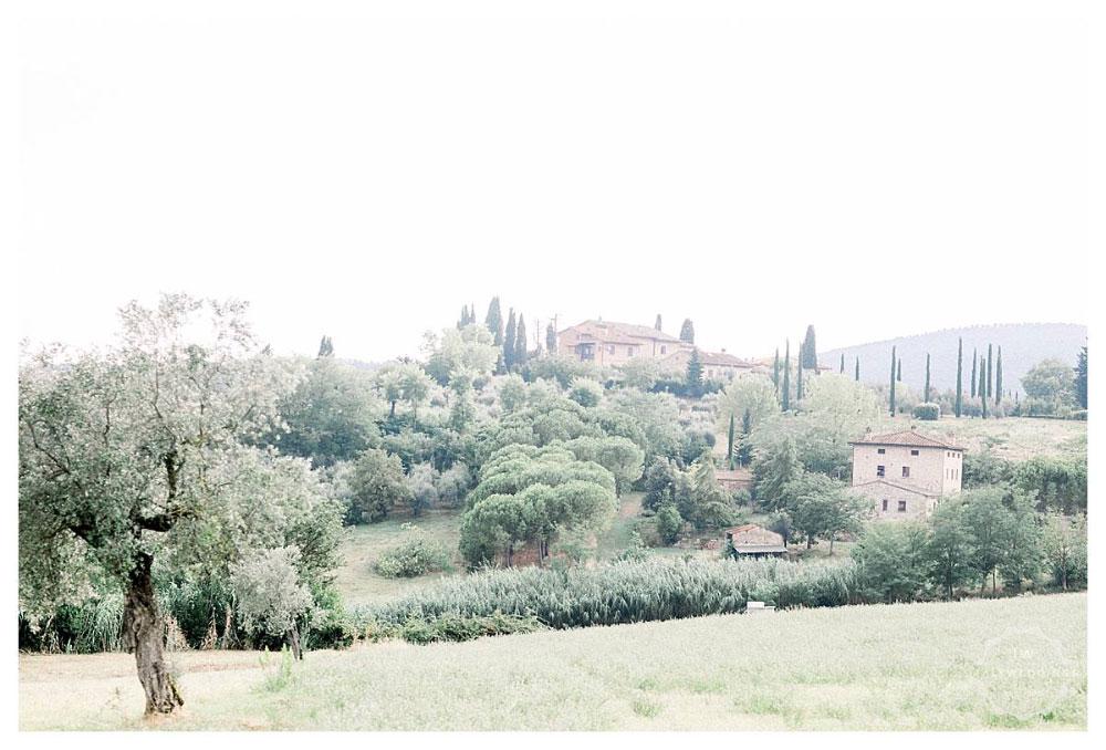 A stunning San Gimignano wedding and Italian wedding party at Stomennano Tuscany