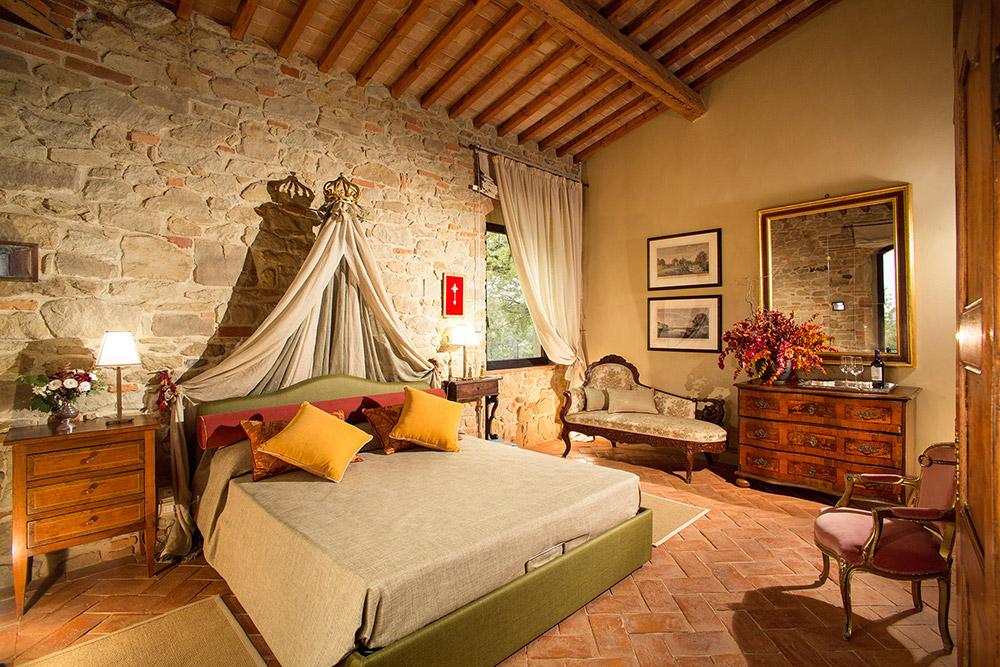 Rural wedding venue Arezzo bedroom