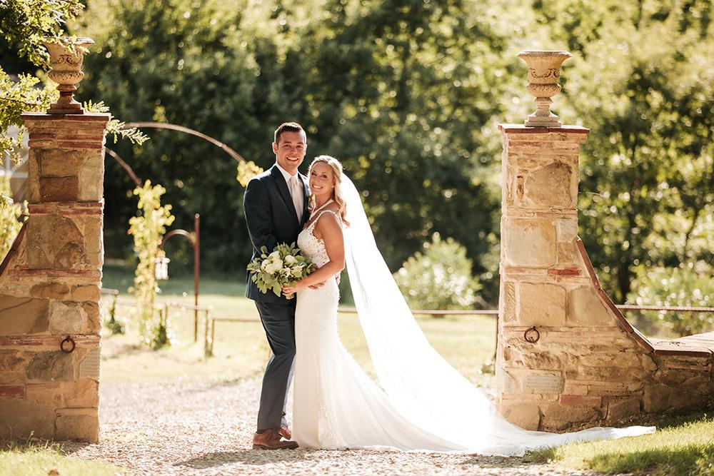 Rural wedding venue Arezzo couple