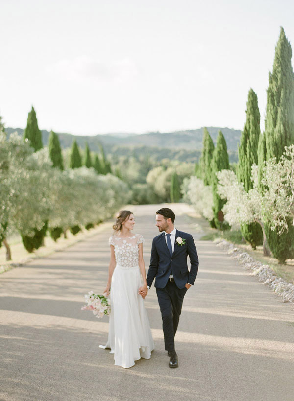 Castello di Velona Tuscan wedding venue couple