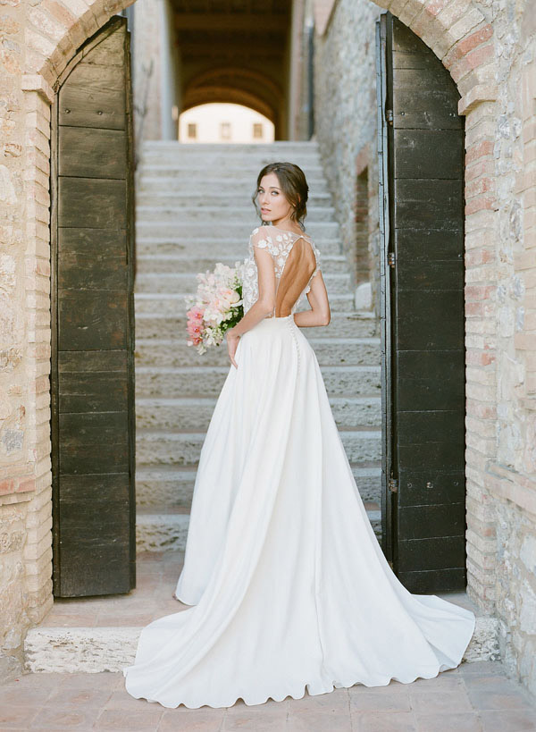 Castello di Velona Tuscan wedding venue bride