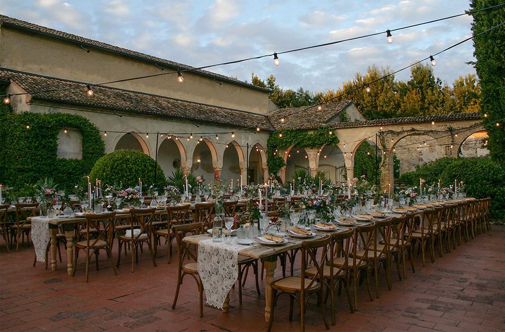 Convent wedding venue Garda courtyard