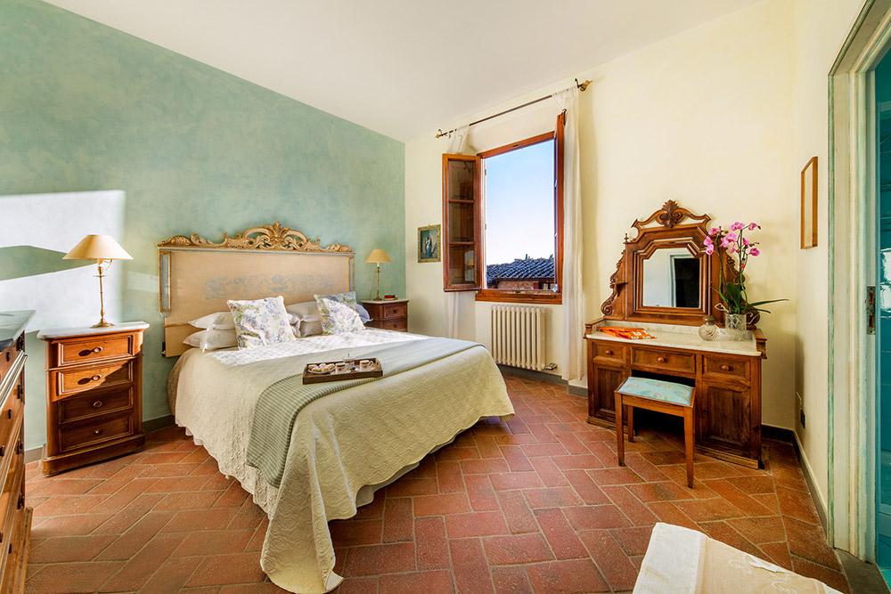 Chianti wedding villa bedroom