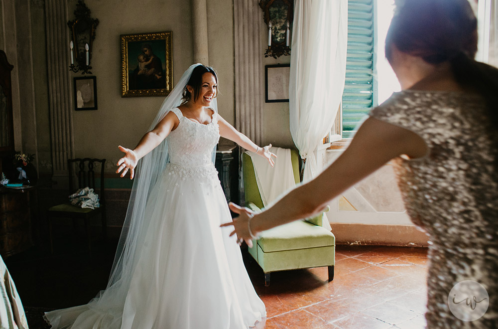 Romantic blessing at Borgo Stomennano getting ready