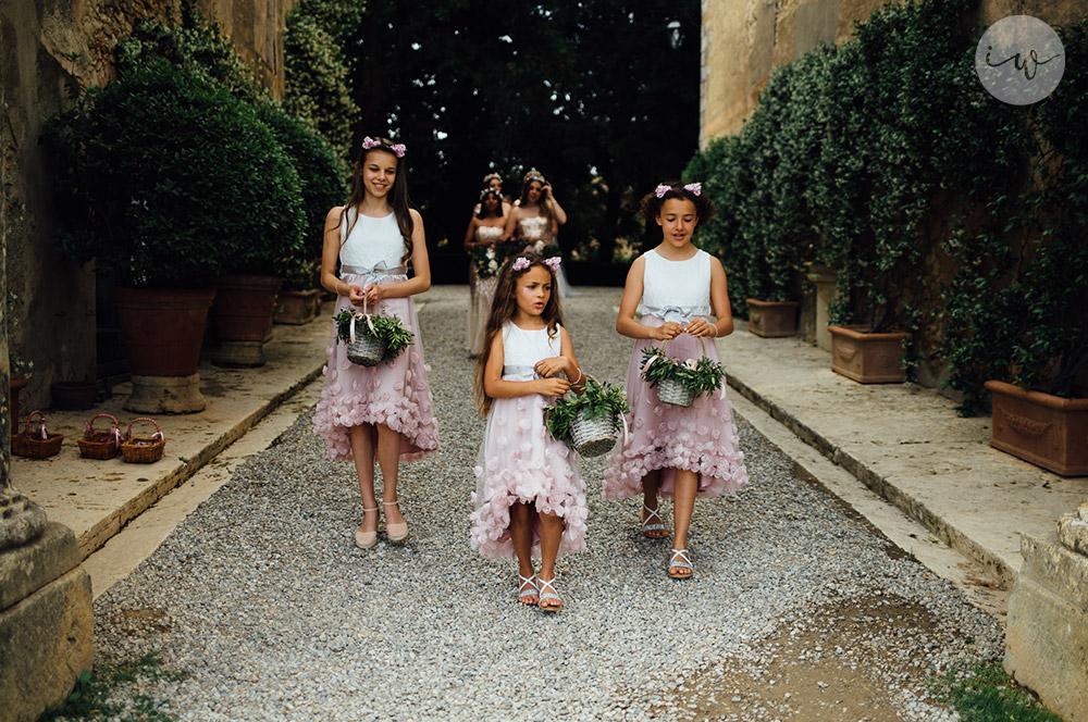 Romantic blessing at Borgo Stomennano flower girls