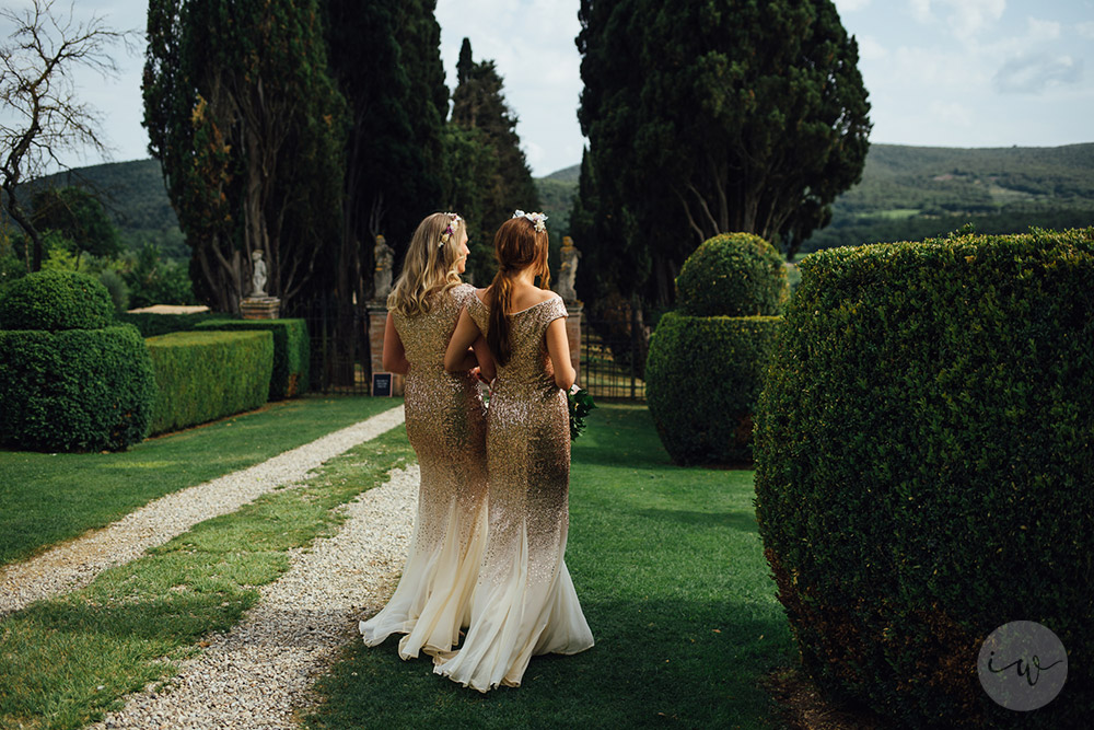 Romantic blessing at Borgo Stomennano bridesmaids