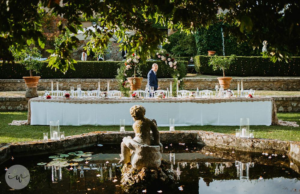 Romantic blessing at Borgo Stomennano meal table