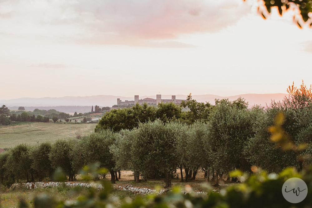 Romantic blessing at Borgo Stomennano views