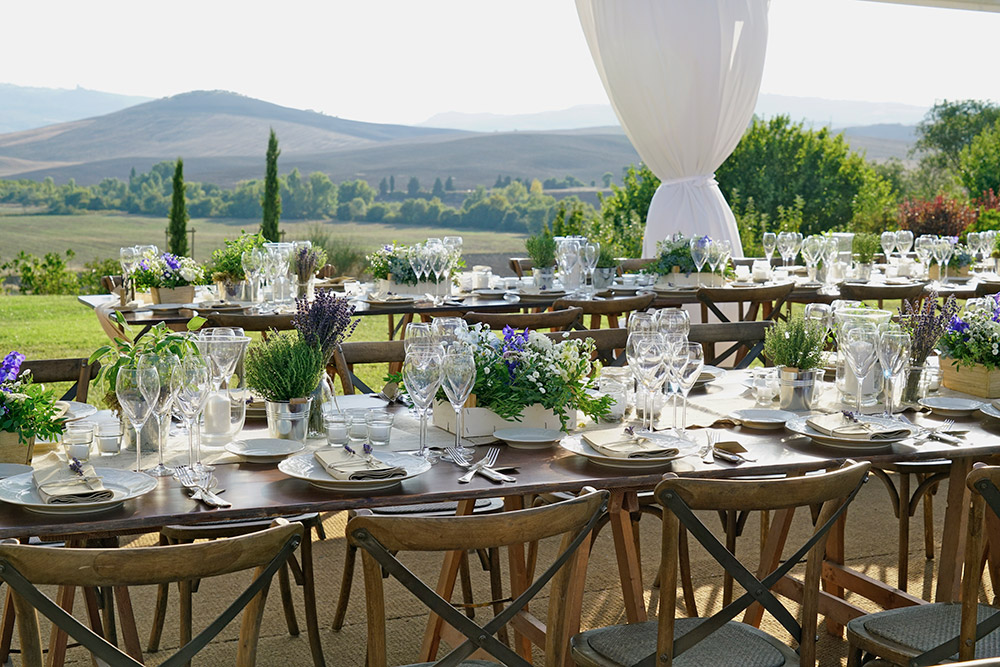 Small villa in Val D'Orcia Tuscany for wedding marquee