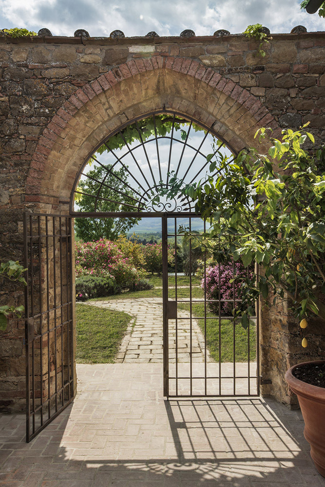Small villa in Val D'Orcia Tuscany for wedding gardens