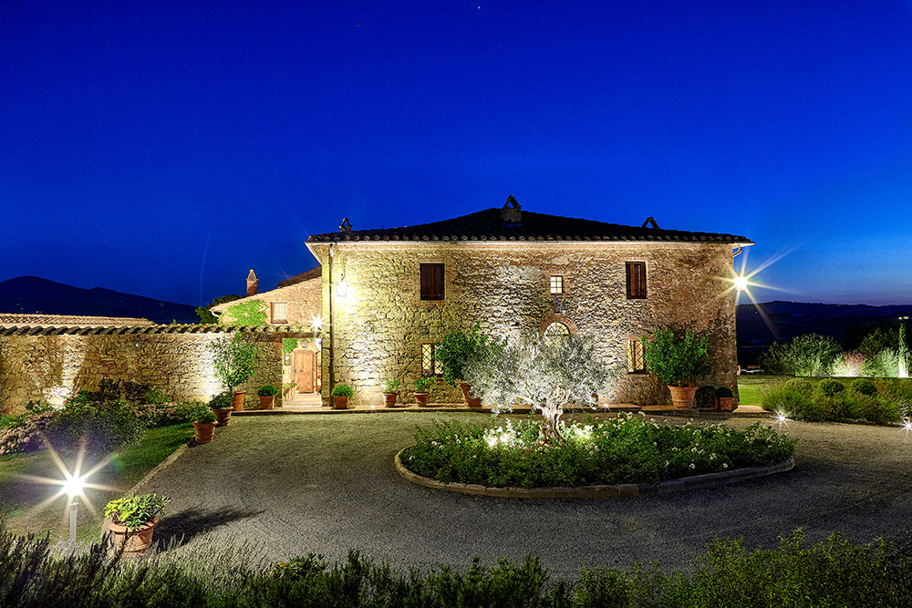 Small villa in Val D'Orcia Tuscany for wedding evening