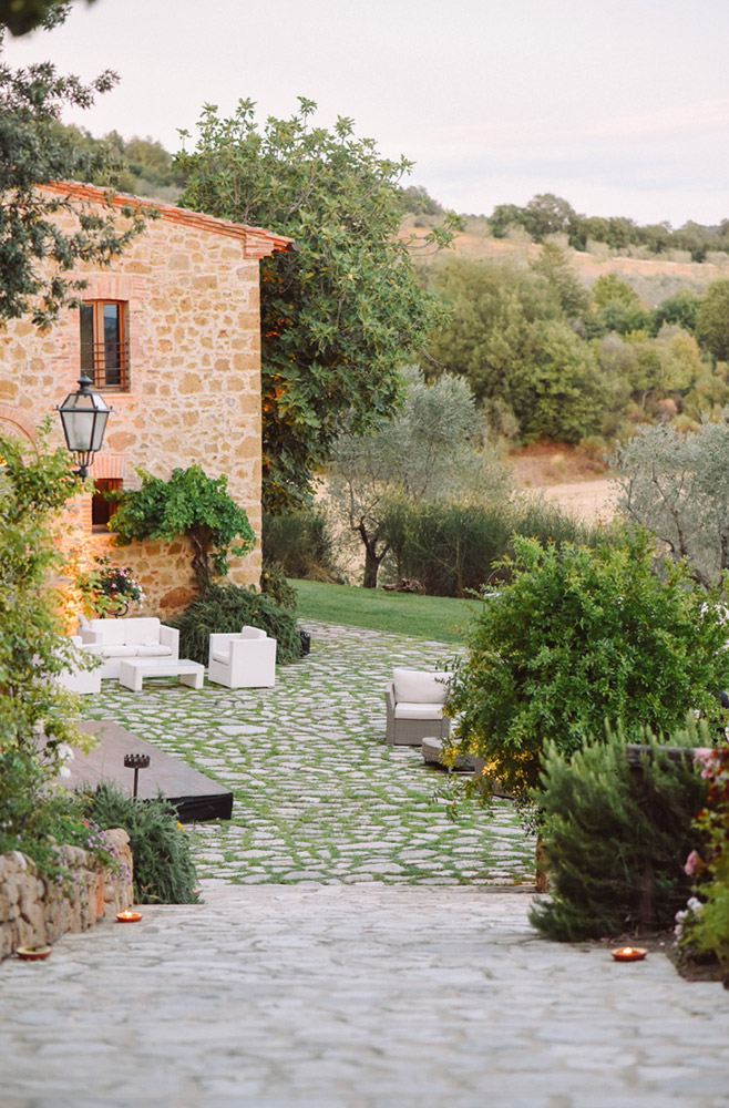 Tuscany romantic small wedding villa gardens