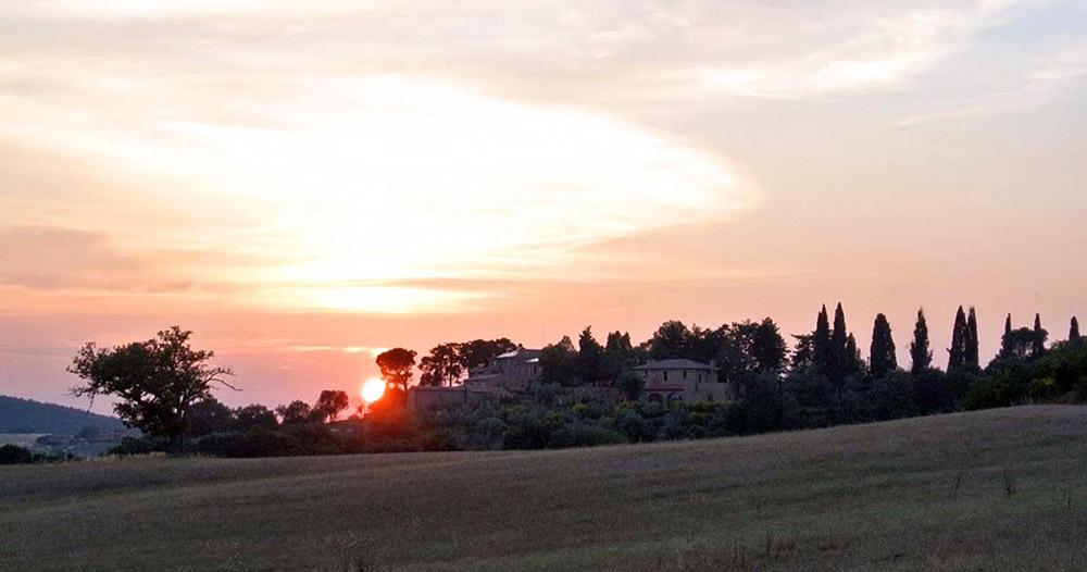 Tuscany romantic small wedding villa panorama
