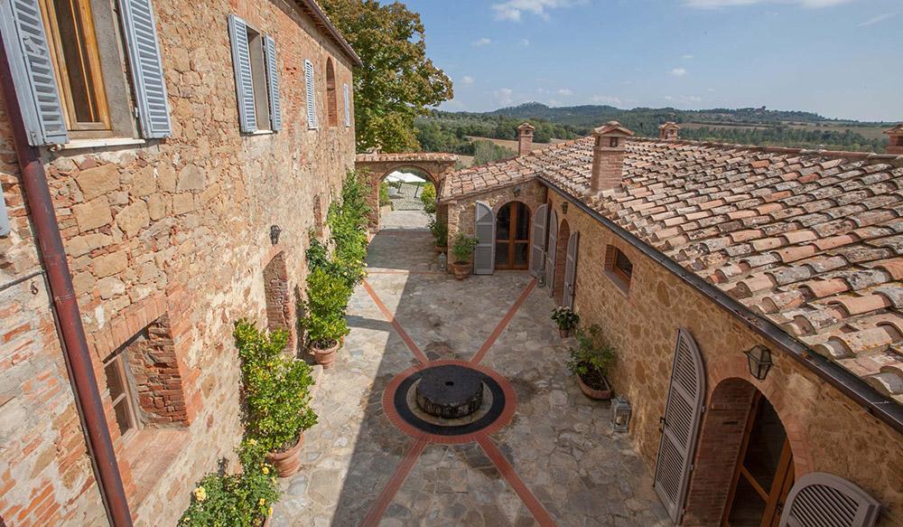 Tuscany romantic small wedding villa apartments