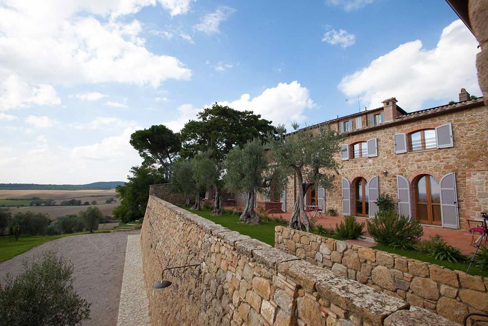 Tuscany romantic small wedding villa views